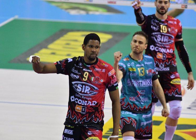 Wilfredo León destrozó al Civitanova y está a un paso de su primera corona en Italia. Foto: Tomada de Twitter