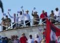 """El presidente cubano Miguel Díaz-Canel, el exmandatario Raúl Castro y otros dirigentes del gobierno cubano e invitados, en la presidencia del desfile por el Día Internacional de los Trabajadores, el 1ro de mayo de 2019 en la Plaza de la Revolución """"José Martí"""" de La Habana. Foto: Otmaro Rodríguez."""
