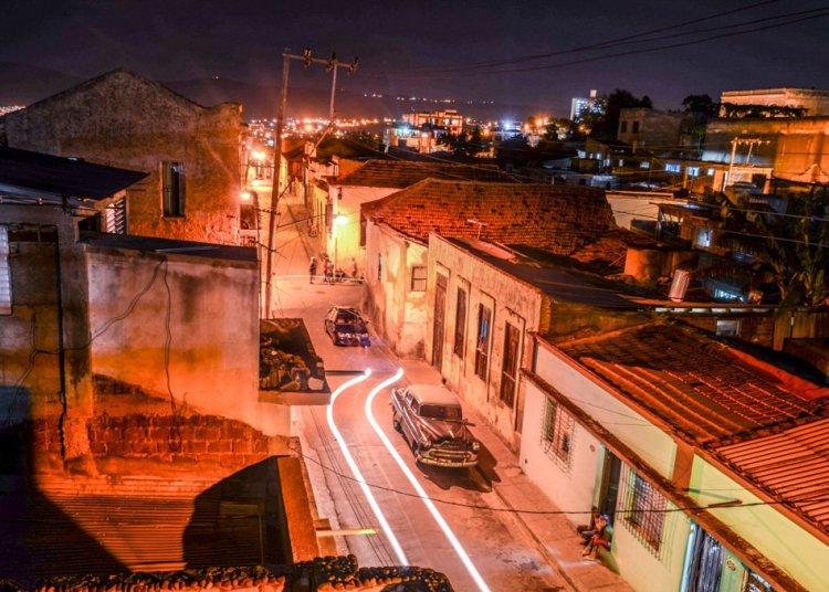 Santiago de Cuba regulará el tránsito de personas por la ciudad después de las siete de la noche. Foto: Kaloian.