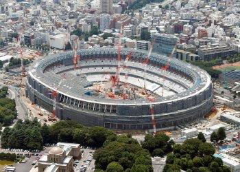 ARCHIVO - Foto del 11 de julio de 2018 con una vista aérea del Estadio Nacional de los Juegos Olímpicos de Tokio 2020. (Kyodo News vía AP, archivo)