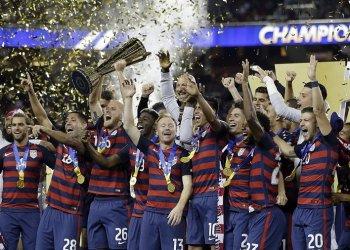 Estados Unidos ganó la pasada edición de la Copa Oro, pero una oleada de malos resultados y la no clasificación al Mundial ponen en dudas sus posibilidades de repetir la corona ahora. Foto: AP
