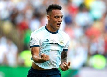 Lautaro Martínez festeja tras anotar el primer gol de Argentina ante Venezuela en los cuartos de final de la Copa América en Río de Janeiro, Brasil, el viernes 28 de junio de 2019. (AP Foto/Edison Vara)