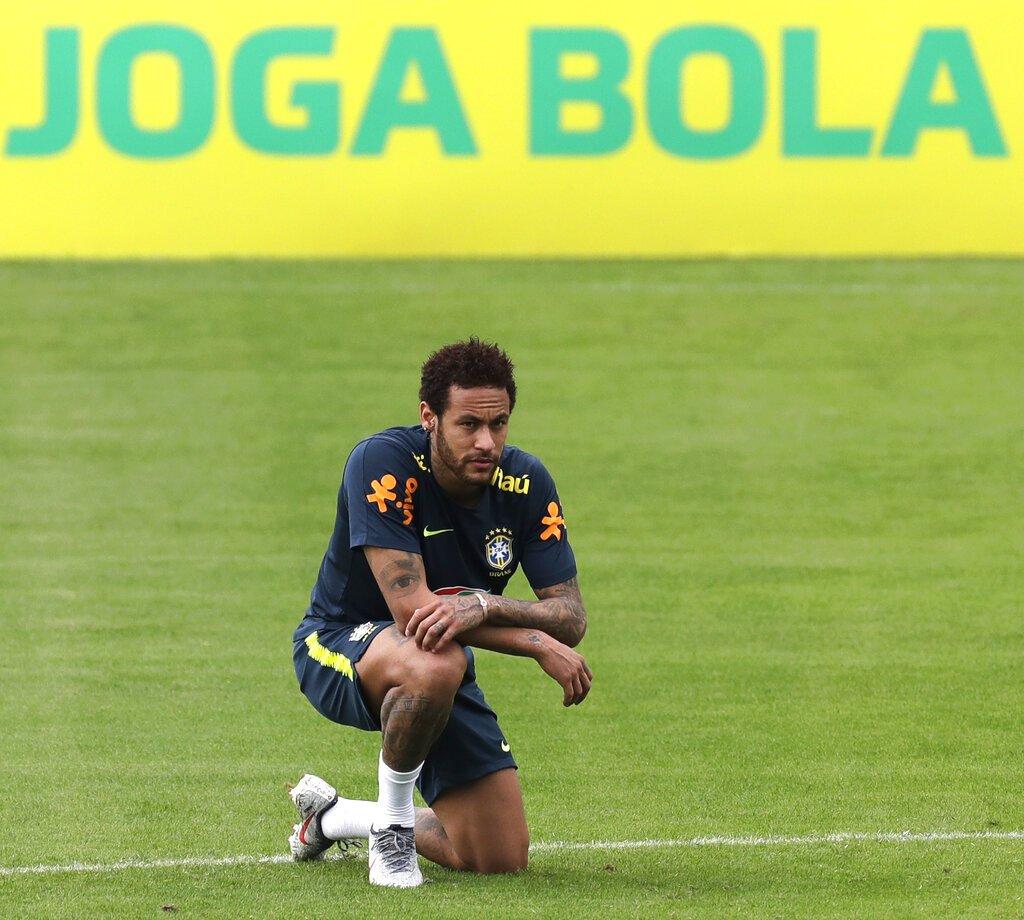 Neymar durante una práctica de la selección brasileña en Teresópolis, el sábado 25 de mayo de 2019. Foto: Silvia Izquierdo/AP.