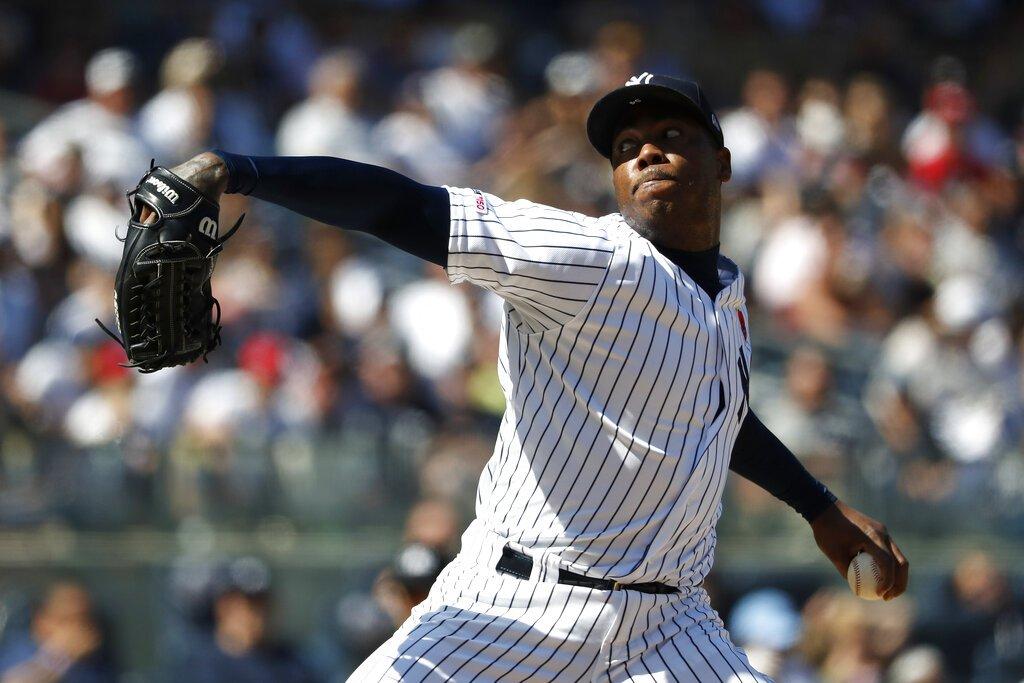El cerrador cubano Aroldis Chapman lanza por los Yankees de Nueva York en el noveno inning del partido ante los Padres de San Diego, el lunes 27 de mayo de 2019, en Nueva York. (AP Foto/Michael Owens)