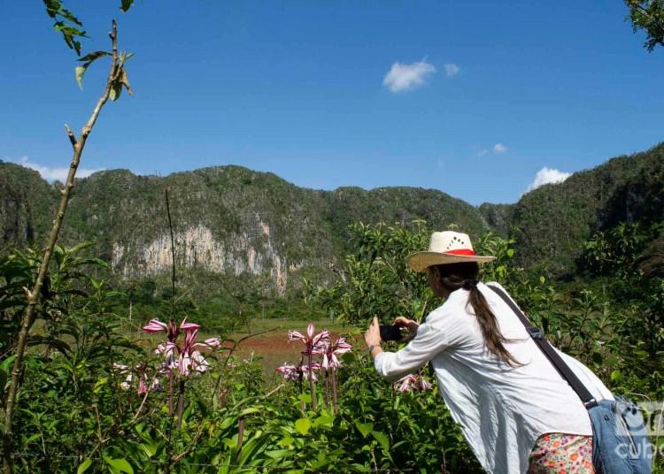Turista en el valle de Viñales. Foto: Otmaro Rodríguez.