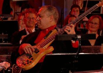 Carlos del Puerto en vivo junto a Orquesta Sinfónica. Foto: Tomada de indris.net.