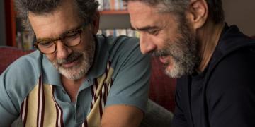 """Los actores Antonio Banderas (izq) y Leonardo Sbaraglia en una escena del filme """"Dolor y Gloria"""", de Pedro Almodóvar. Foto: FilmAffinity."""