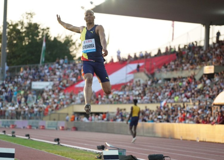 El saltador cubano Juan Miguel Echevarría compite en la octava parada de la Liga del Diamante, el viernes 5 de julio de 2019 en la ciudad suiza de Lausana. Foto: @Diamond_League / Twitter.