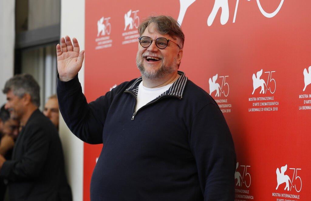 En esta fotografía de archivo del 29 de agosto de 2018, el director mexicano Guillermo del Toro posa para en una sesión para miembros del jurado de la 75ª edición del Festival de Cine de Venecia en Venecia, Italia. Foto: Kirsty Wigglesworth / AP / Archivo.