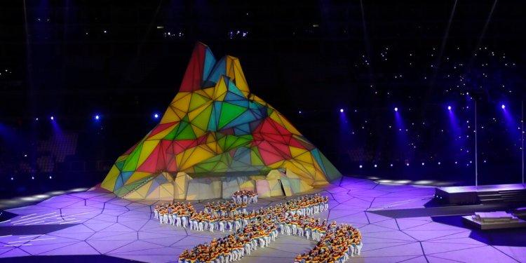 Una multitud de bailarines inaugura los Juegos Panamericanos de Lima, el viernes 26 de julio de 2019 (AP Foto/Silvia Izquierdo)