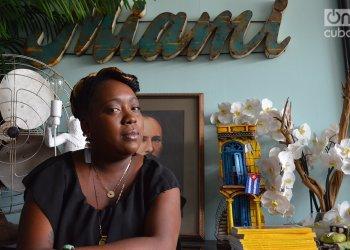 """Reyna Mercedes Hernández Sandoval, del grupo de hip-hop cubano """"Reyna y Real"""" en su primera visita a Miami en julio de 2019. Foto: Marita Pérez Díaz."""