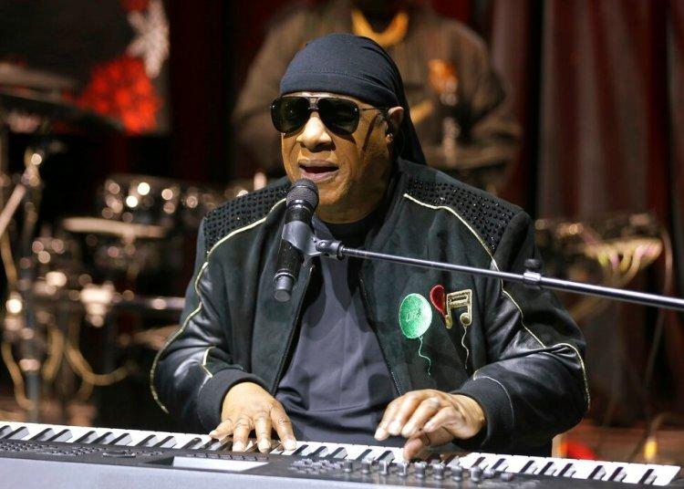 La leyenda de la música estadounidense Stevie Wonder. Foto: Willy Sanjuan/Invision/AP/ Archivo.