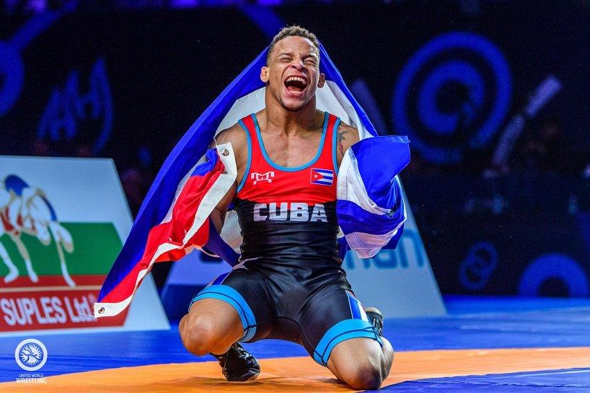 Luchador Ismael Borrero, da positivo a la COVID-19