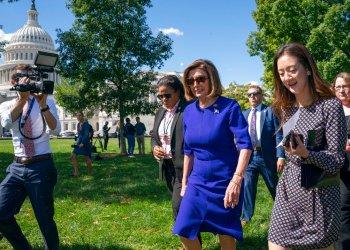 La presidenta de la Cámara de Representantes, Nancy Pelosi, se suma a un acto sindical en el Capitolio, Washington, martes 24 de septiembre de 2019. (AP Foto/J. Scott Applewhite)