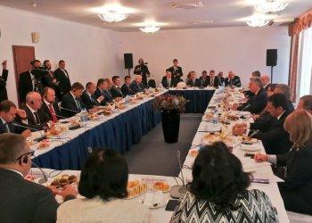 Miguel Díaz-Canel realiza un desayuno de trabajo con empresarios rusos vinculados a sectores económicos importantes como, el transporte, la energía, las exportaciones y el turismo, entre otros. Foto: @PresidenciaCuba/Twitter.