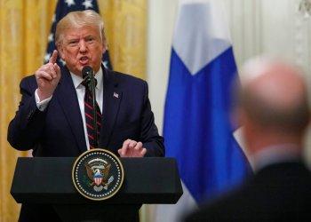 El presidente Donald Trump habla durante una conferencia de prensa con su homólogo finlandés Sauli Niinisto en la Casa Blanca, en Washington, el miércoles 2 de octubre de 2019. Foto: Carolyn Kaster / AP.