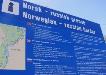 Valla fronteriza entre Rusia y Noruega, que explica la prohibición de cruzar y otras restricciones. Foto: lavanguardia.com
