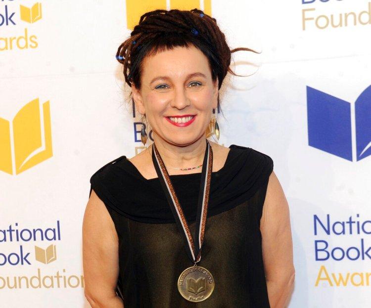 En esta foto de noviembre de 2018, la autora polaca Olga Tokarczuk en la ceremonia de premación y cena benéfica del Premio Nacional del Literatura en Nueva York. Foto: Brad Barket/Invision/AP, Archivo.