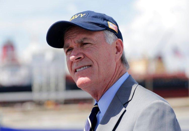 El secretario de la Armada de EEUU, Richard Spencer, habla con la prensa tras una ceremonia en Port Everglades, Florida, el 27 de julio del 2019. Foto: Lynne Sladky/AP