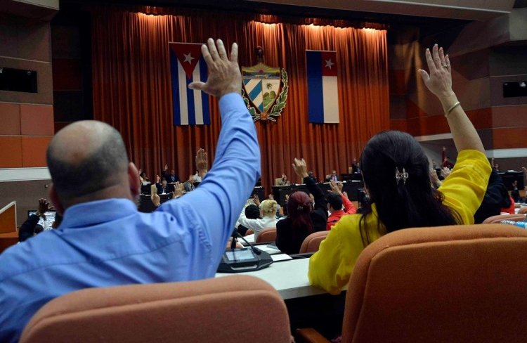 Los diputados cubanos aprobaron tres nuevas leyes, incluyendo la del Presupuesto para 2020, durante la sesión de la Asamblea Nacional del viernes 20 de diciembre de 2019. Foto: @AsambleaCuba / Twitter.