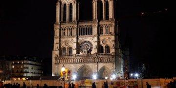 La catedral de Notre Dame en París, el martes 24 de diciembre de 2019. Foto: Thibault Camus / AP.
