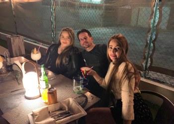 Mailén Díaz Almaguer (i), única sobreviviente del accidente aéreo ocurrido el 18 de mayo del año pasado en La Habana, junto a su hermana Mailin y un amigo en una foto publicada por Mailin Díaz en Facebook, el 7 de diciembre de 2019.