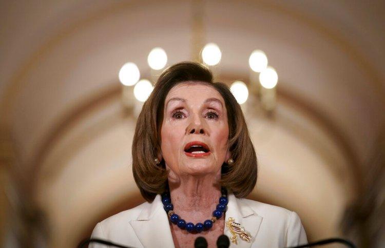 La presidenta de la Cámara de Representantes, Nancy Pelosi, durante un comunicado en el Capitolio en Washington, el jueves 5 de diciembre de 2019. (AP Foto/J. Scott Applewhite)