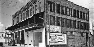 """El Casino """"El Dorado"""", en en la 8va. Avenida y la Calle 14, Ybor City, uno de los reductos de George """"Saturday"""" Zarate. Foto: Archivo (1935)."""