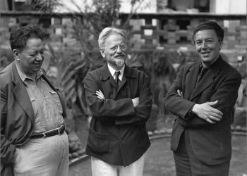 """""""El pintor Diego Rivera, quien desde mi llegada a México me había ofrecido hospitalidad en su casa, se apresuró a combinar el encuentro. Por lo demás, Trotski sabía que en repetidas ocasiones yo había alzado la voz en su defensa y deseaba verme"""".  En la foto: Diego Rivera, León Trotski, y André Breton en México, 1938."""