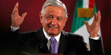 Andrés Manuel López Obrador sonriendo durante su conferencia de prensa matutina en el Palacio Nacional en Ciudad de México en noviembre pasado. Foto: Marco Ugarte/AP/ Archivo.