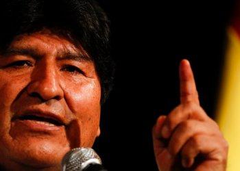 El expresidente de Bolivia, Evo Morales, da una conferencia de prensa en Buenos Aires, Argentina, el martes 17 de diciembre de 2019.  (AP Foto / Natacha Pisarenko)