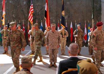 En esta fotografía del 14 de septiembre de 2019, elementos del ejército de Estados Unidos participan en una ceremonia en Bagdad, Irak. (AP Foto/Khalid Mohammed, Archivo)