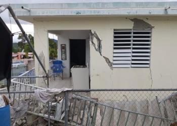 Un sismo de magnitud 5,8 remeció Puerto Rico en la madrugada del lunes, provocando pequeños deslaves, cortes en el suministro eléctrico y graves grietas en algunas viviendas. Foto: CNN