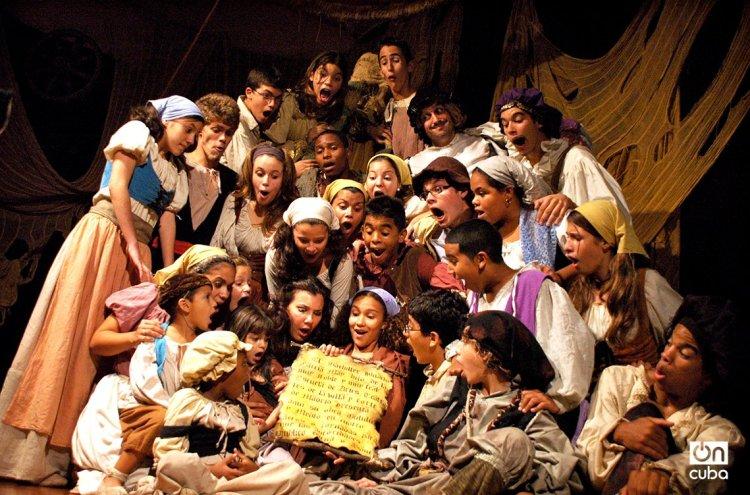 """EEscena de la obra """"Bululú y medio"""", de la Compañía Infantil de Teatro La Colmenita. Foto: Kaloian."""
