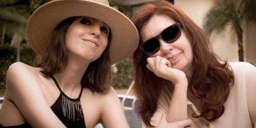 La vicepresidenta argentina Cristina Fernández (der) junto a su hija Florencia Kirchner en La Habana. Foto: @cristinafkirchner/ Instagram