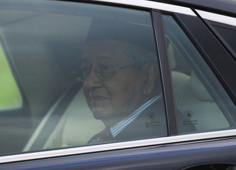 El primer ministro de Malasia, Mahathir Mohamad, abandona el Palacio Nacional, en Kuala Lumpur, Malasia, el 24 de febrero de 2020. Foto: Fazry Ismail7EFE.