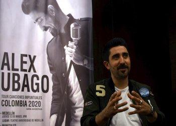 El cantautor español Álex Ubago habla el miércoles 11 de marzo durante una entrevista con Efe en Bogotá (Colombia). Foto: EFE/ Oskar Burgos.