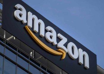 Logo de Amazon, en oficinas de esa multinacional en Estados Unidos. Foto: EFE / Archivo.