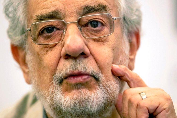 El cantante de ópera español Plácido Domingo, quien confirmó haber enfermado de COBID-19, en una foto de archivo en Madrid. Foto: Bernat Armangue / Archivo / AP.