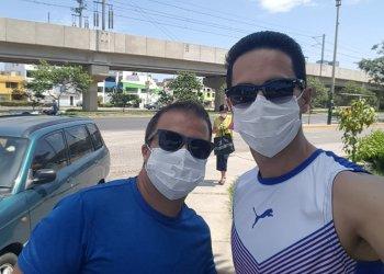 Leuris Pupo (izquierda) y Jorge Félix Álvarez se encuentran en Lima a la espera de poder regresar a Cuba. Foto: Tomada de la Revista Alma Máter.