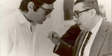 Julio Cortázar (izquierda) escucha a José Lezama Lima. Foto tomada de arcodereflejos.blogspot.com/ Archivo.