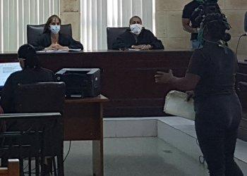 """Cuba liberó en marzo y abril 421 personas que cumplían prisión provisional y ahora esperarán juicio en sus hogares con las """"restricciones correspondientes"""". Foto: @hacemos_cuba/Twitter."""