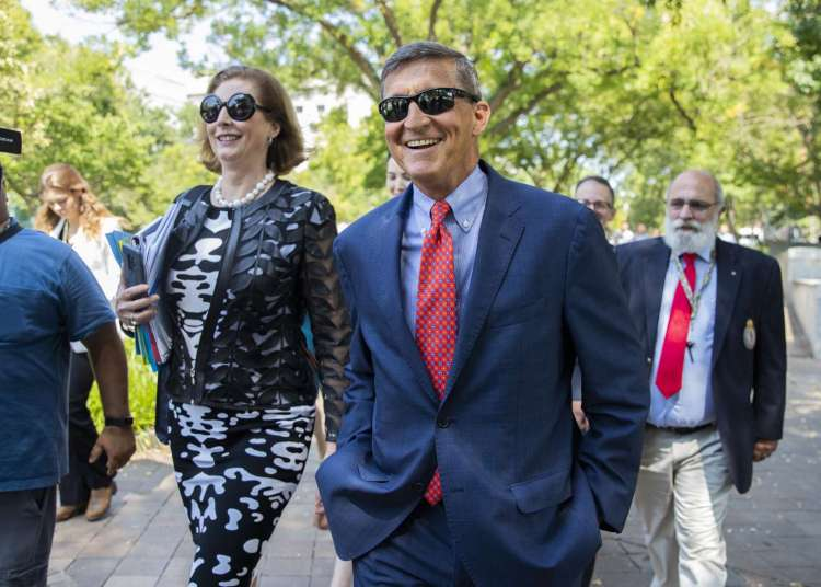 Michael Flynn, ex asesor de seguridad nacional del presidente Donald Trump, abandona un tribunal federal  en Washington, el martes 10 de septiembre de 2019. Foto: Manuel Balce Ceneta/AP.