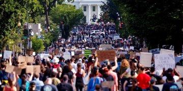 Decenas de miles de manifestantes se concentraron el martes, 2 de junio, frente a la Casa Blanca. | Shawn Thew / EFE SHAWN THEW