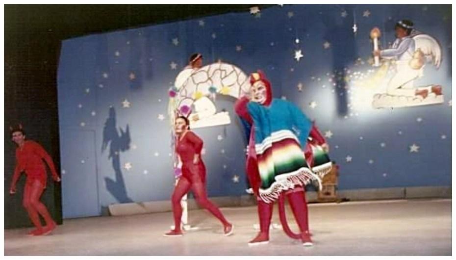¡Ustedes nomas se ríen como si fueran eternos! Mario Guerra, Pía Echevarría y Martha Hernández Drewien interpretando a los diablos de Pastorela Mexicana de Miguel Sabido. Tepic, Nayarit 1989