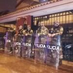 Agentes de la DIVIAC y representantes del Ministerio Público allanan la casa de Fiorella Molinelli
