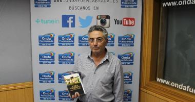Eduardo Benítez Romero visita Entrelíneas Editores