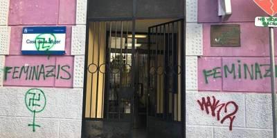 Javier Ayala condena la aparición pintadas en varios centros de la ciudad