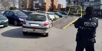 La Policía Local retira 64 vehículos abandonados de la vía pública
