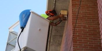 Centros educativos pertenecientes a Erasmus+ colocan nidos de vencejos en el municipio